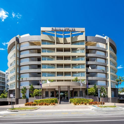 Doubletree by Hilton Cairns500