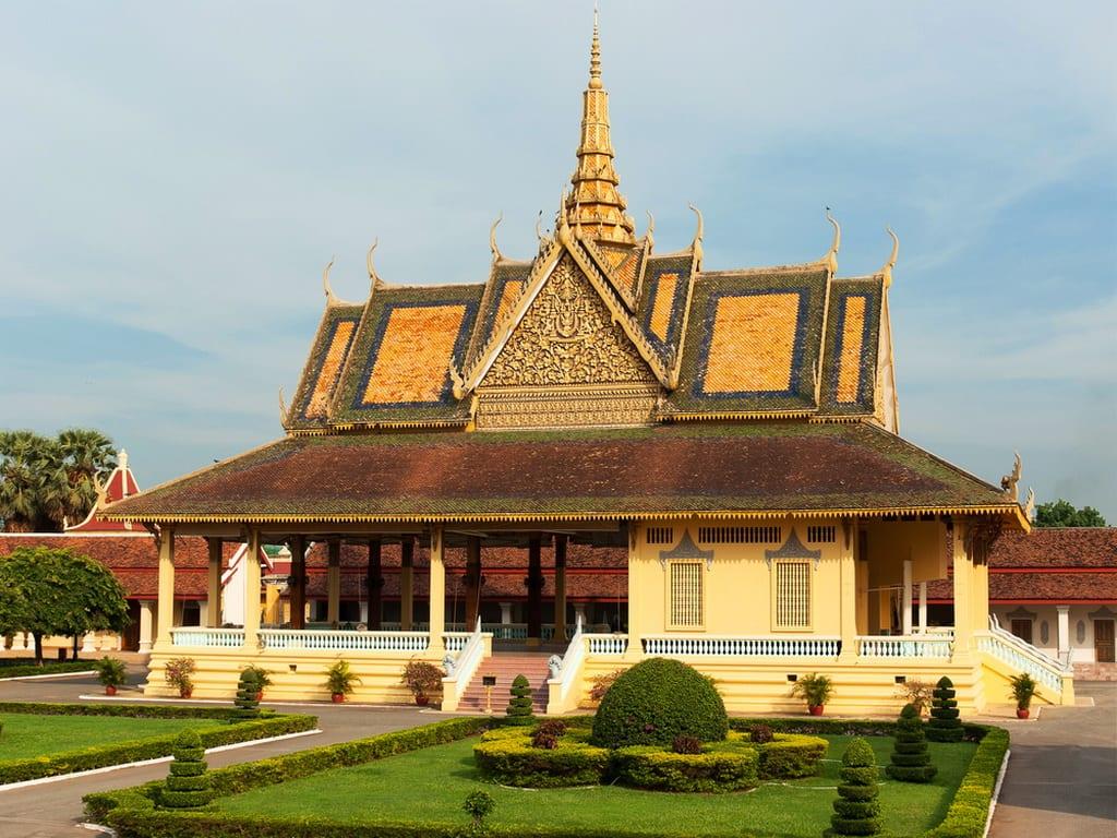 Royal Palace Phnom Penh shutterstock_186901754(1)
