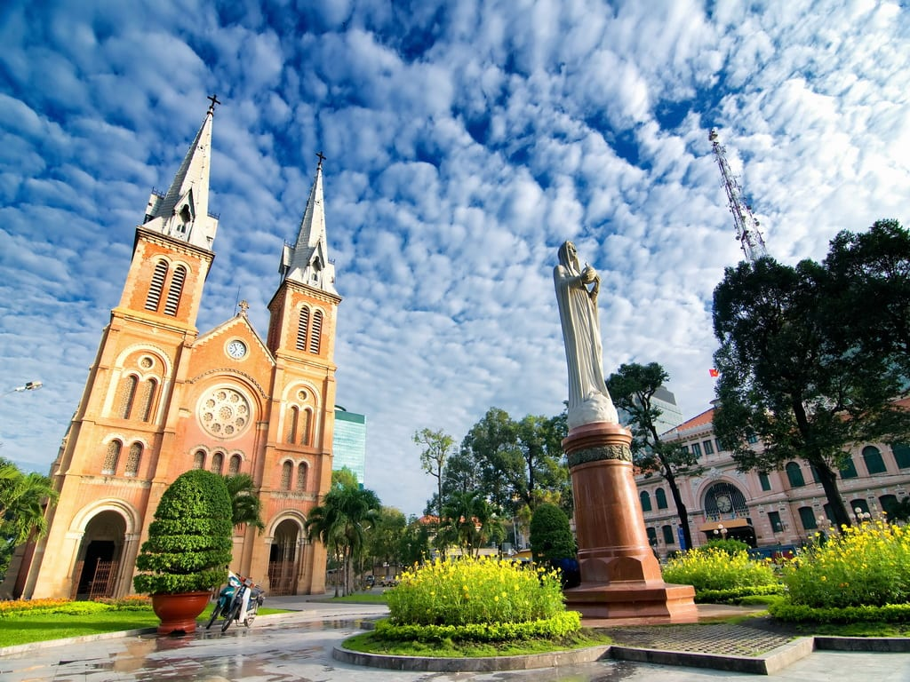 Vietnam Notre Dame shutterstock_148714943 1024