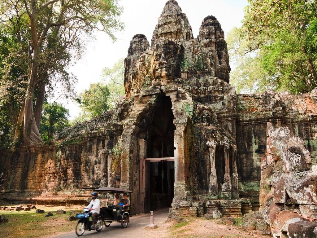 Angkor Thom shutterstock_72001384 1024