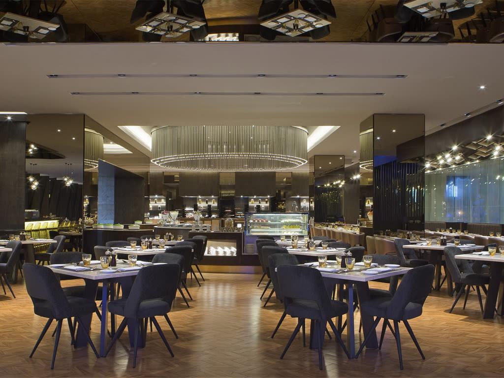 Le Meridien BKI restaurant1024